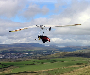 Modern hang glider (Courtesy Darren Blackman)